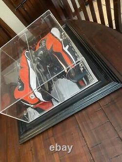 Brian Urlacher 2014 Game Used Autographed Cleats In Display Frame