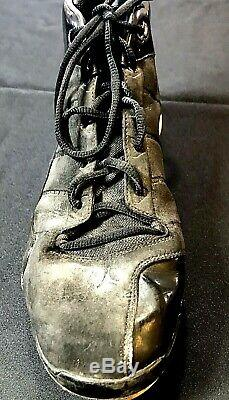 Derek jeter Signed Game Used Cleat Future Hall Of Famer Of The New York Yankees