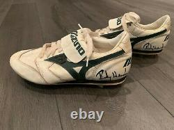 Rickey Henderson game worn used cleats Oakland A`s 1990`s signed